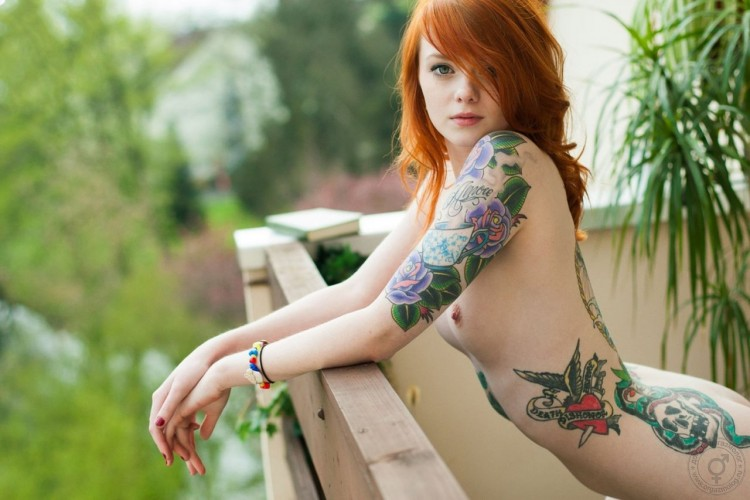 【デリヘル体験談】妖艶さ際立つタトゥー&ピアスの美女と甘々プレイ