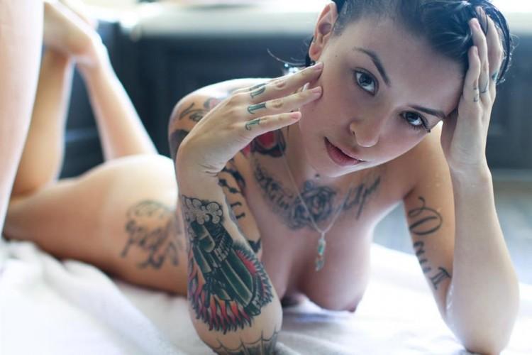 【デリヘル体験談】フェチ心くすぐる全身タトゥー美女と淫乱プレイ!