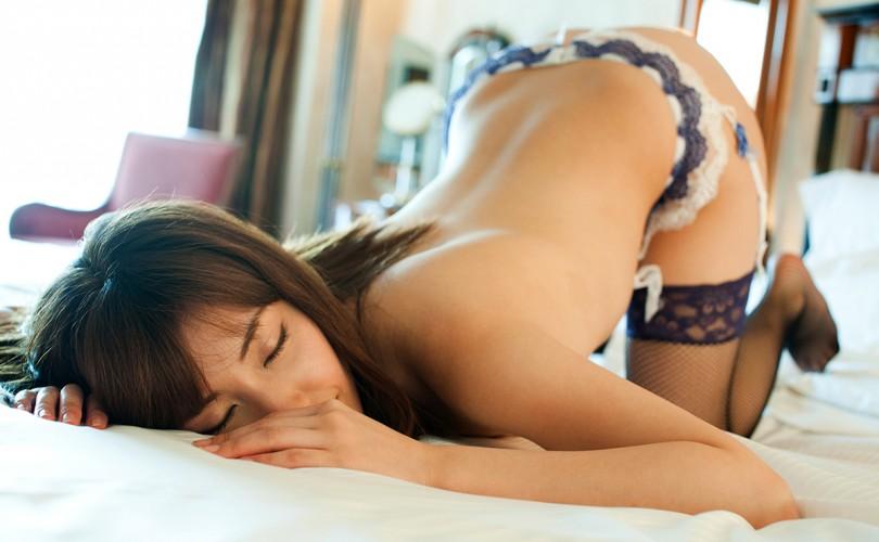 【デリヘル体験談】京都の淫乱美女が本気イキ!オナニー鑑賞を堪能!